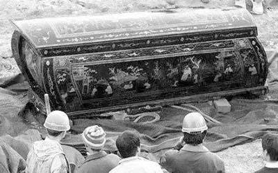 周公解梦梦见棺材下葬是什么意思
