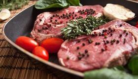 做梦梦到吃牛肉是什么意思和预兆呢