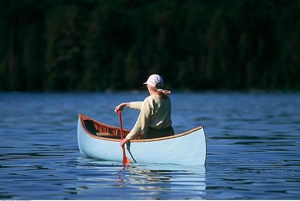 做梦梦见独木舟 独自乘船怎么回事 是好兆头吗