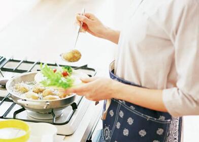 梦见做饭有什么寓意 要注意什么