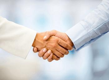 做梦梦见握手怎么回事 有什么征兆